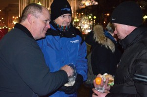 Mark Spena and Doug Melton distribute food to homeless in Moscow.