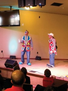 Ministerio Infantil Shalom clowns Ponchito and Pancho Pancho teach biblical truths to children.