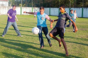 Smirniotopoulos and some teammates enjoy a friendly game with Brazilian children.