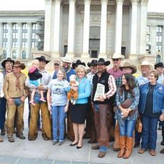Texas cowboys ride to Capitol, bring 10 Commandements